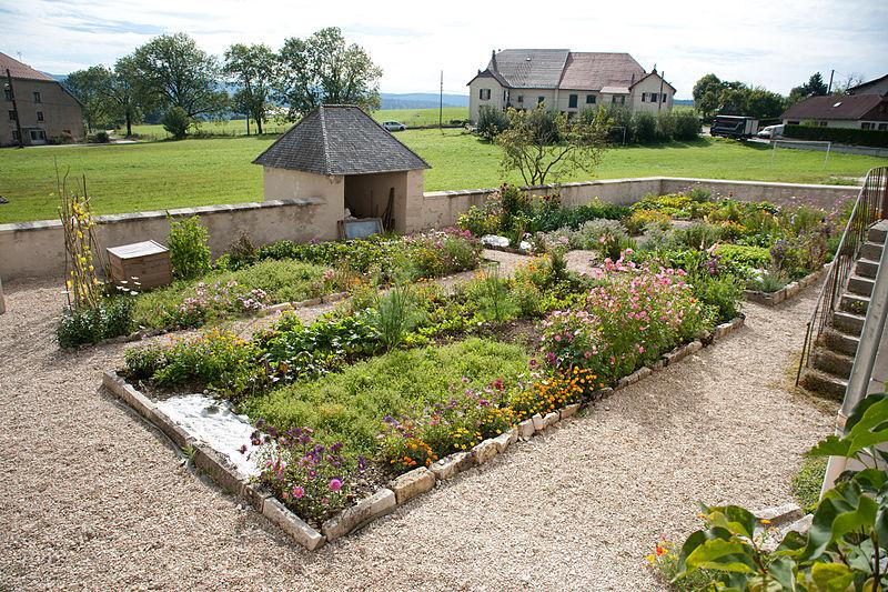 800px-Remoray-Boujeons_-_Presbytère,_jardin_(2)