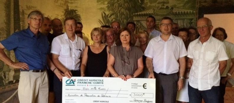 Mécenat :  remise par le Crédit Agricole de Franche-Comté d'un chèque de 3000 € à la Maison du Patrimoine